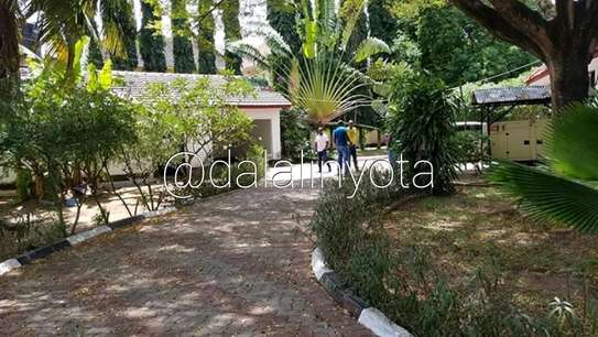 CUTE HOUSE FOR RENT STAND ALONE image 10