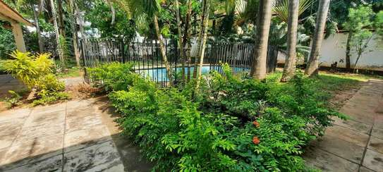 a 5bedrooms BUNGALOW  100metres from the BEACH at OYSTERBAY is now for SALE image 5