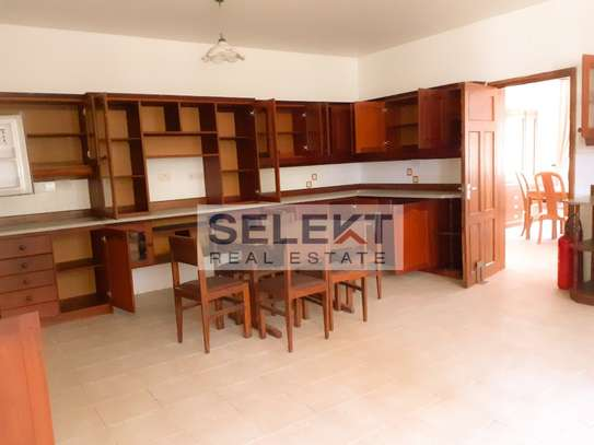 Well-maintained 4 Bedrooms Standalone House In Oyster-bay image 3