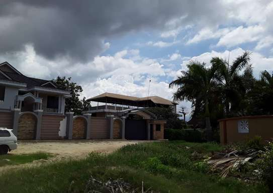 900 Square Meters Residential Land / Plot in Mbezi Beach image 3