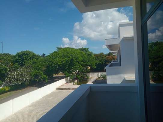 3bed apartment at oyster bay $800pm image 7