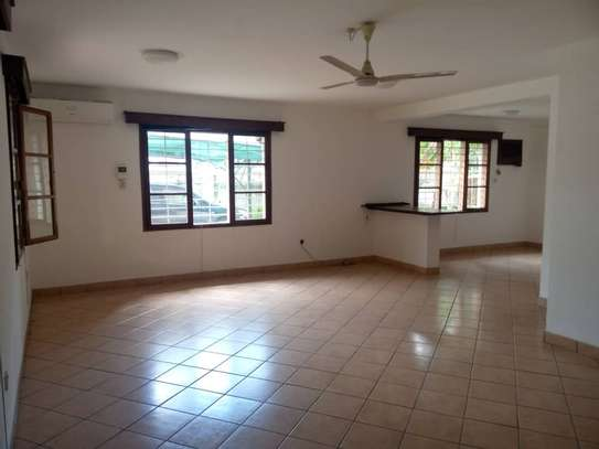 4 bed room house for rent at victoria image 6