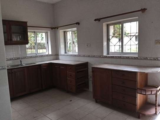 4Bedroom House at Masaki with Big Compound $2500pm image 8