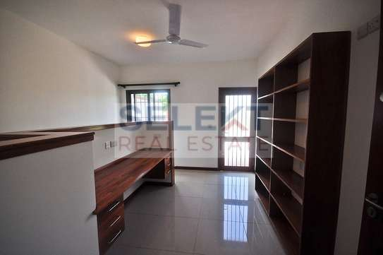 Well maintained 4 Bdrm Villas in Oysterbay image 6