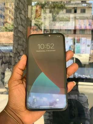 iPhone 11 64GB Duos Black for sale image 4