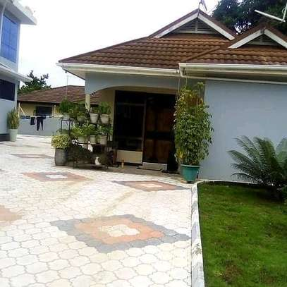 HOUSE FOR SALE AT MBEZI BEACH....a 4bedrooms with a servant cotter image 6