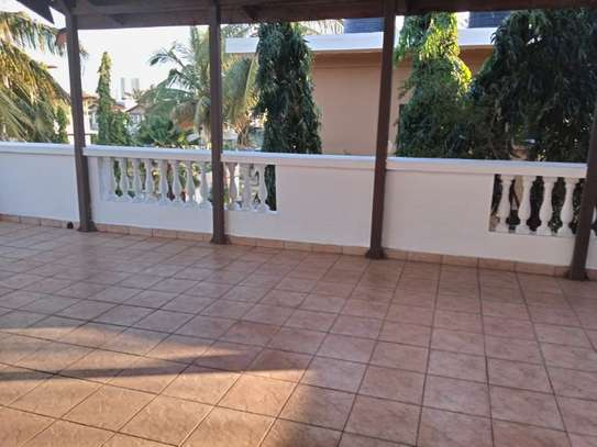 5bed villa all ensuet at msasani $1500pm image 11