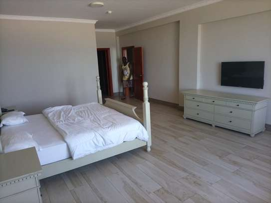 Ocean view 3 bdrm apart Fully furnished for rent image 3