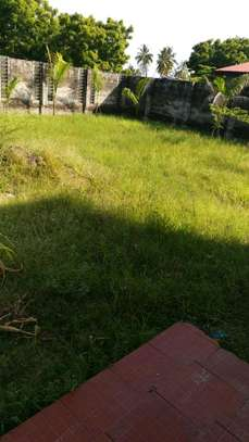 BUY PRIME LOCATION KIGAMBONI HOUSE CLOSE TO OCEAN AND FERRY AT GREAT BELOW MARKET PRICE image 3