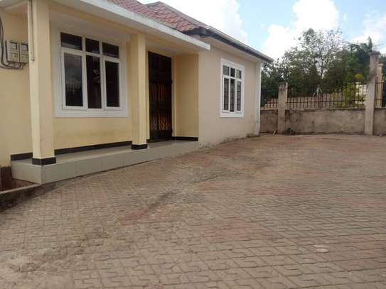 3 bed room house for rent at makongo juu image 3