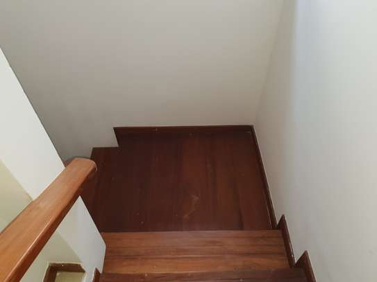 Large, spacious 4 bedroom house for rent with garden image 10