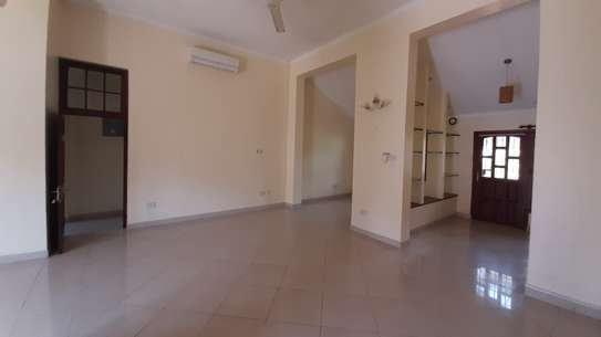 3 Bedrooms  House For Rent in Oysterbay image 11