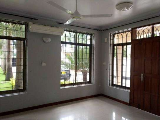4bed house along main rd kawe beach $1300pm i deal for office cum residance image 15