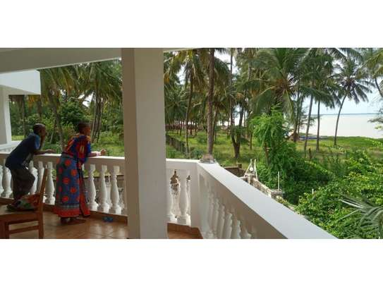 beach house 8bed at mbezi beach $2500pm plus 3bed house total 11 bed