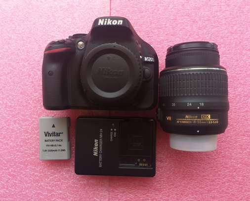Nikon D5200 DSLR Camera - Mint image 1