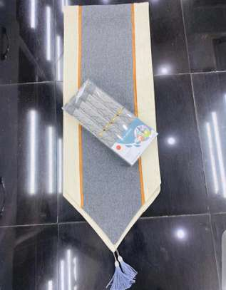 Table mat and runner set. image 6