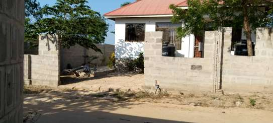 3 bed room big house with fence for sale at kinzudi image 3