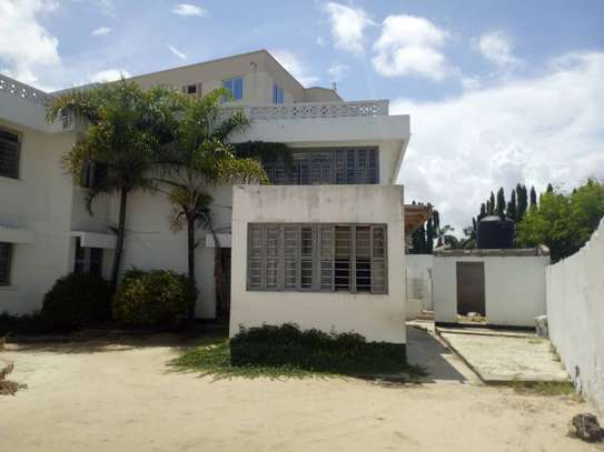 big house  8 bed room house for rent at mikocheni image 6