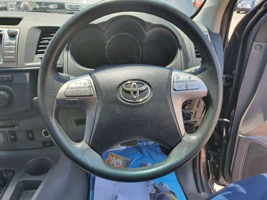 2014 Toyota Hilux image 6