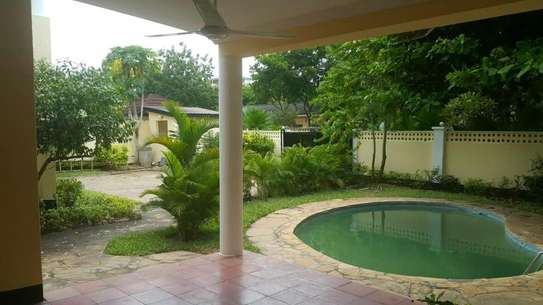 4 Bedroom fully furnished house in Oysterbay image 9