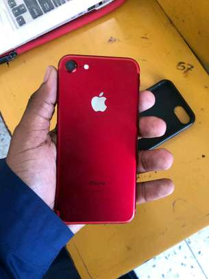 Red Iphone 7 , 128GB image 2