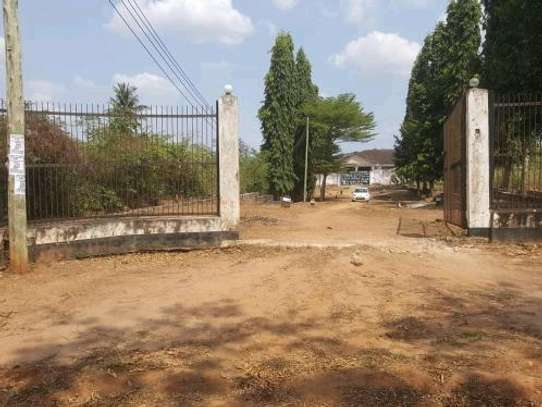 House in 3 Acres Land For Sale image 3
