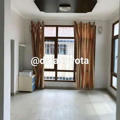 AMAZING BIG HOUSE FOR RENT STAND ALONE image 4
