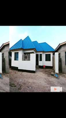 Golden opportunity:3 bdrms House going extremely cheap at Mbagala CHAMAZI image 1