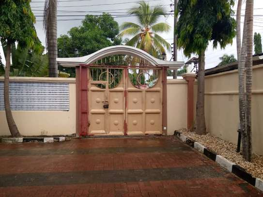 3bed small house for sale at mikocheni tsh 350milion image 2