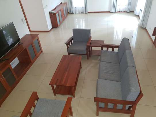 Large, spacious 4 bedroom house for rent with garden image 7