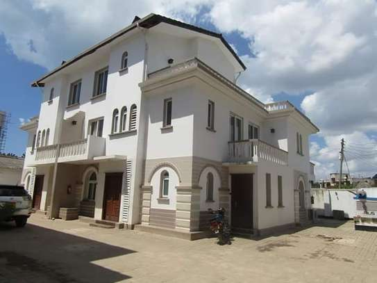 4 Bedrooms Full Furnished Villa House in Masaki image 1