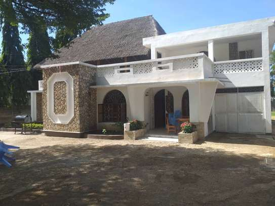 5 bed room house in the compound for rent at mikocheni kwa warioba image 3
