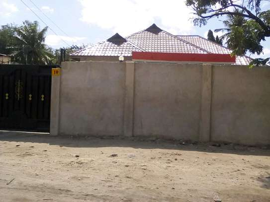 House for sale  at Makumbusho.