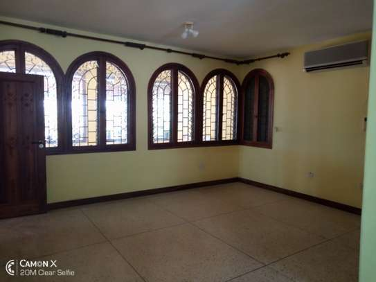 3bed house for sale at toure drive 1125sqm plot size facing the sea $2,5milion image 3