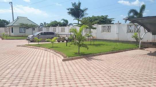 4bed house  with big compound   2 acres at bahari beach i deal fot ngos or big diplomatic familly image 9