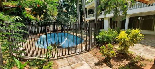 a 5bedrooms  BUNGALOW  is now available for SALE at OYSTERBAY few metres away from the ocean image 4