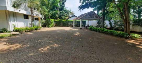 a 5bedrooms  BUNGALOW  is now available for SALE at OYSTERBAY few metres away from the ocean image 7