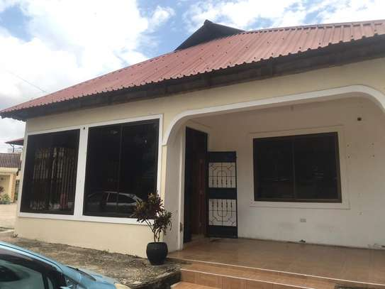 3bed house shared house   ideal for office at mikocheni tsh 1,000,000 image 7