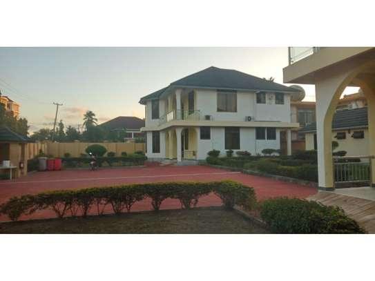10bed all ensuet  2houses in the compound at mikocheni a near the main rd  i deal for office image 1