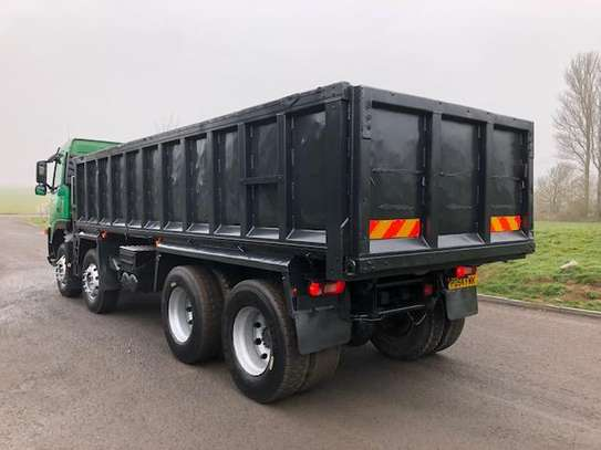 2004 Volvo FM12 340  8X4 TIPPER 111MILLION ON THE ROAD image 3