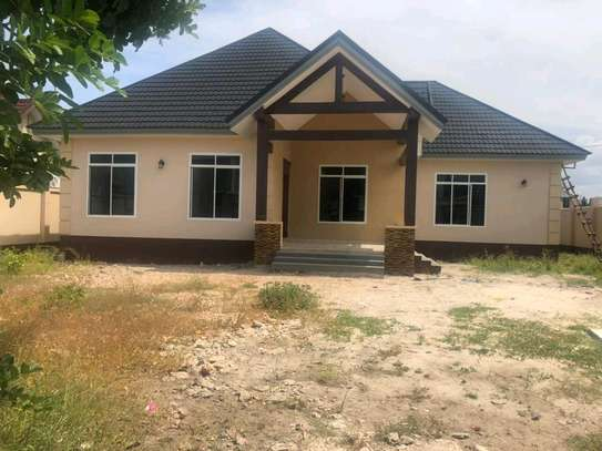 3BEDROOMS HOUSE 4SALE AT BAHARI BEACH image 9