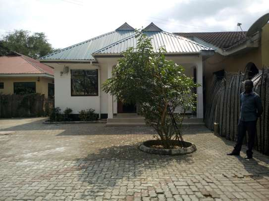 2bedroom house in Ada estate- leaders