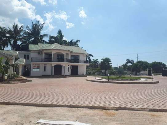 4bed house  with big compound   2 acres at bahari beach i deal fot ngos or big diplomatic familly image 10