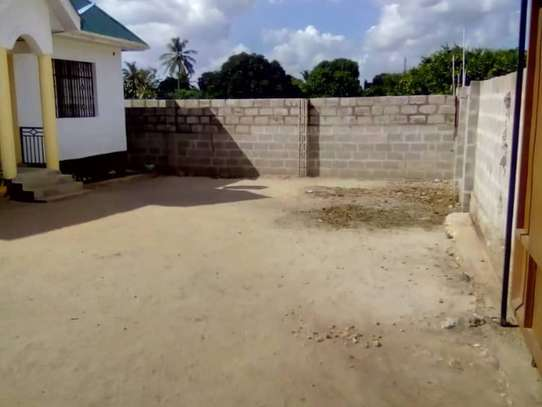 3 Bedrooms House for Sale, Boko image 6
