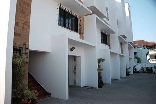 3 Bedrooms Townhouse With Sea View in Msasani image 7