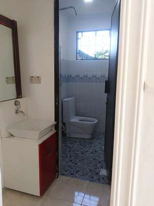 2 bedroom house for rent image 2
