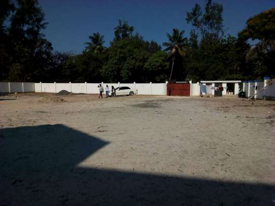 4bed room ensuite at mbezi beach with big compound next to the beach $15000 image 6