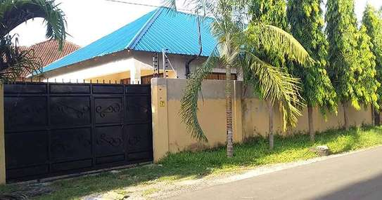 Stand alone house ( OYSTERBAY) for rent