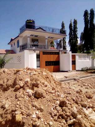New  House for Rent in Bahari Beach. image 4