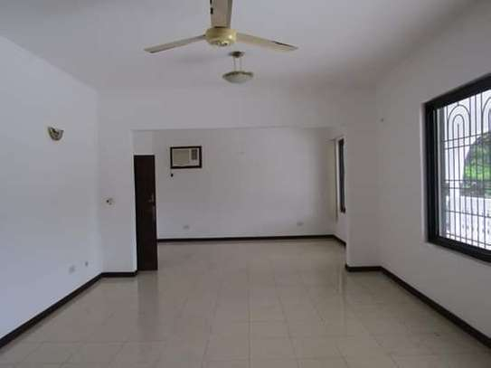8 Bedrooms Bungalow House for Residential / Commercial Uses in off Oysterbay Ada Estate image 7